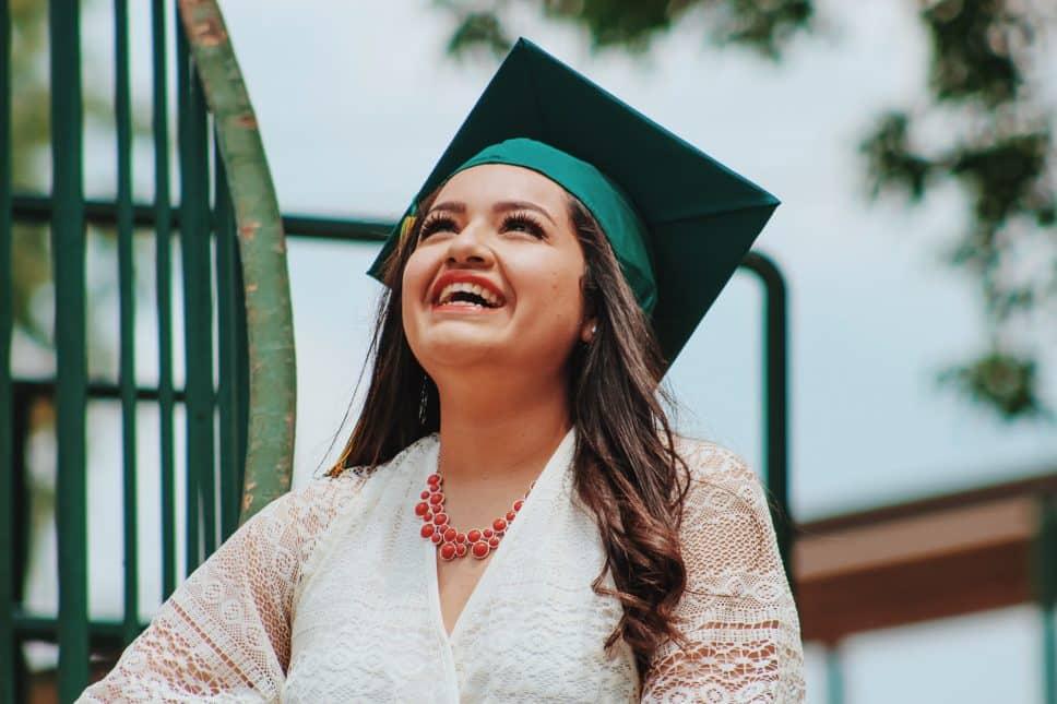 étudiants-jeunes-diplomé